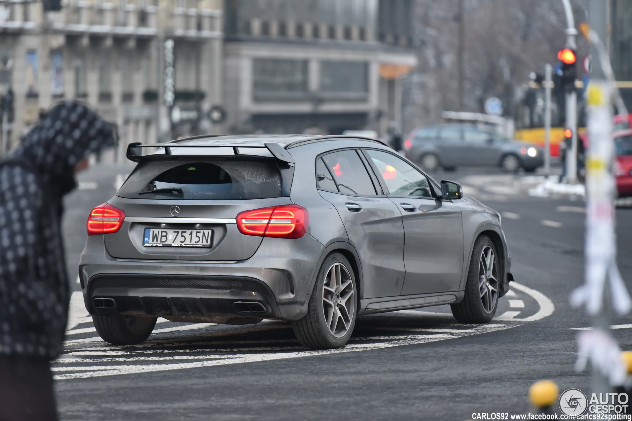 Mercedes benz gla 45 amg x156 18 stycze 2017 autogespot for 2017 amg gla 45 mercedes benz