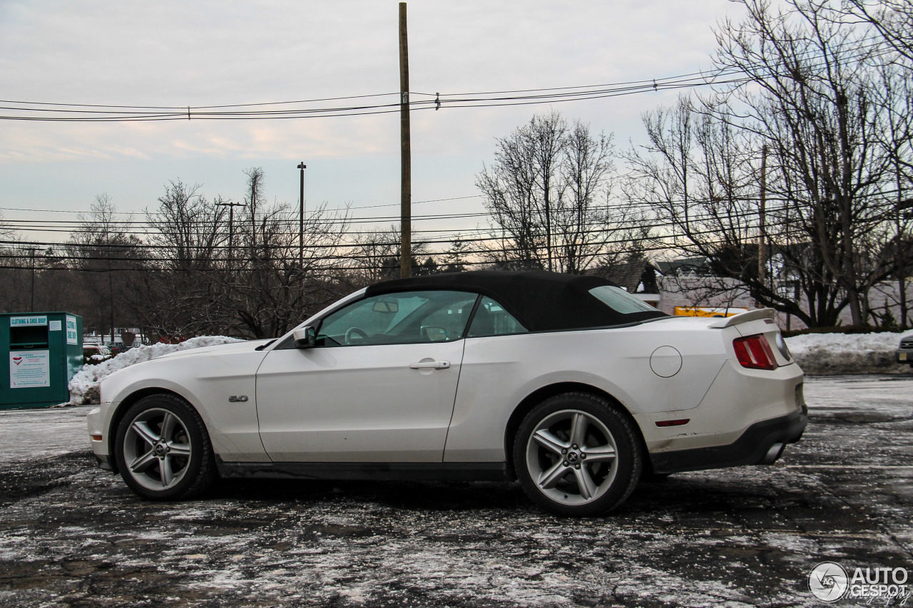 ford mustang gt convertible 2011 18 february 2017 autogespot. Black Bedroom Furniture Sets. Home Design Ideas