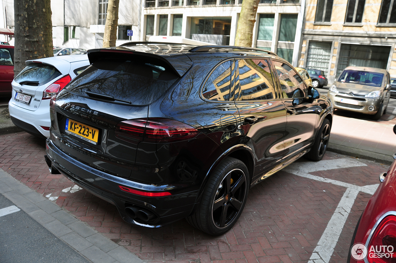 porsche 958 cayenne turbo s mkii 26 maart 2017 autogespot. Black Bedroom Furniture Sets. Home Design Ideas