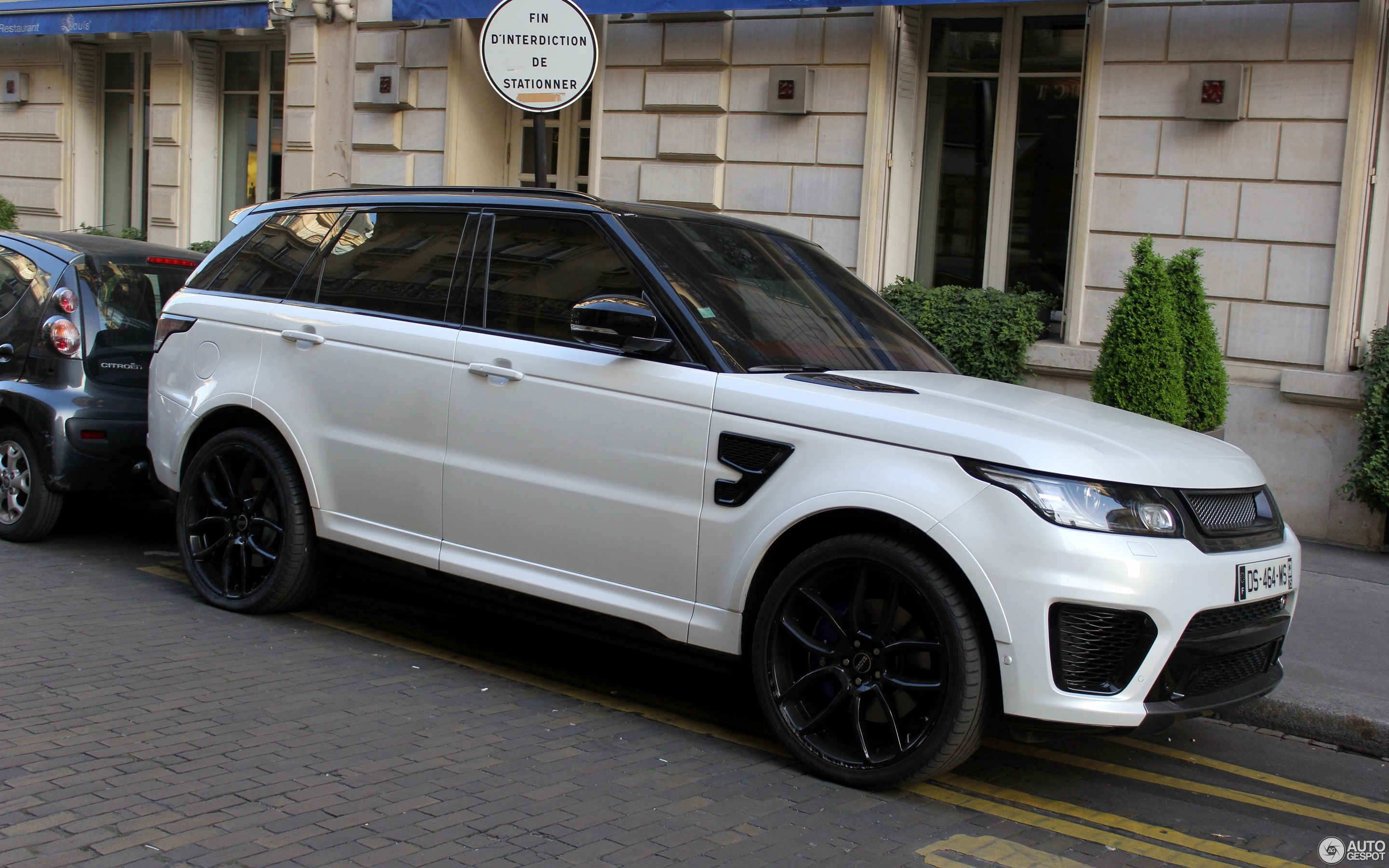 land rover range rover sport svr 30 maart 2017 autogespot. Black Bedroom Furniture Sets. Home Design Ideas