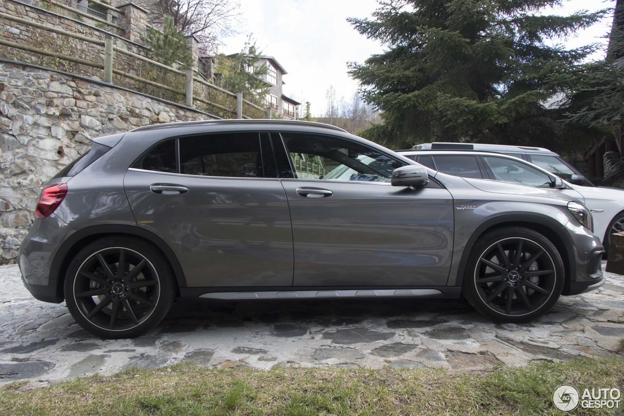 Mercedes benz gla 45 amg x156 3 april 2017 autogespot for 2017 amg gla 45 mercedes benz