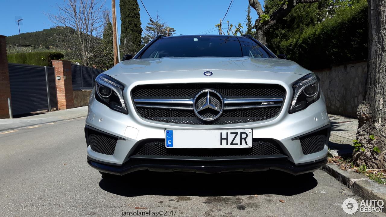 Mercedes benz gla 45 amg x156 6 april 2017 autogespot for 2017 amg gla 45 mercedes benz