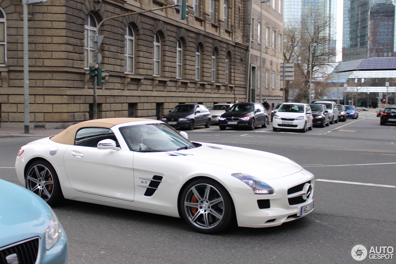 Mercedes benz sls amg roadster 11 april 2017 autogespot for Mercedes benz roadster 2017