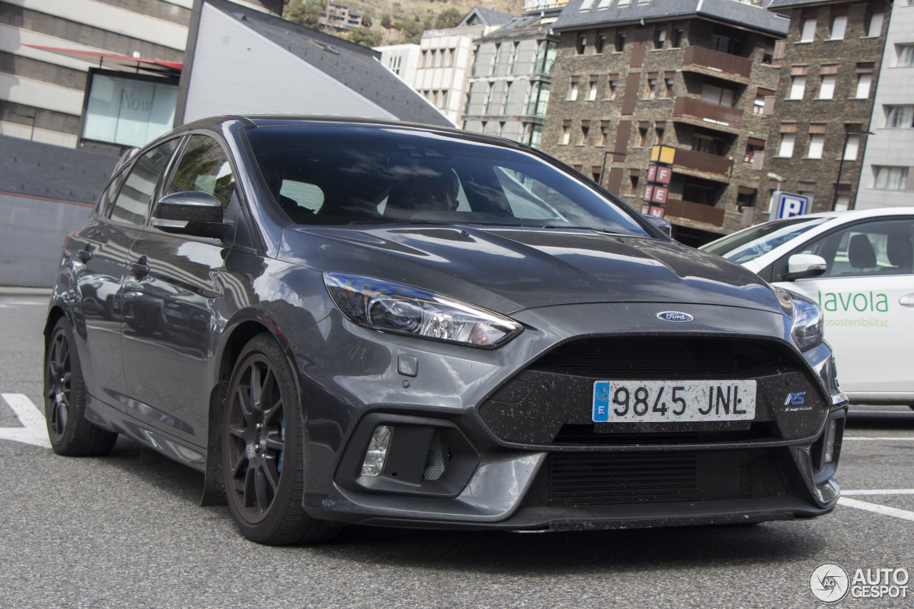 ford focus rs 2015 16 april 2017 autogespot. Black Bedroom Furniture Sets. Home Design Ideas