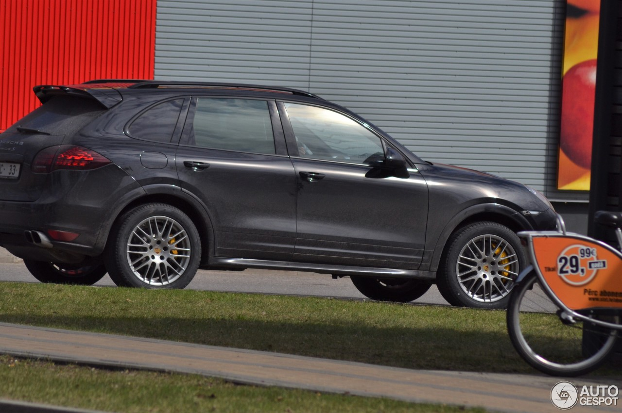 porsche 958 cayenne turbo s 17 april 2017 autogespot. Black Bedroom Furniture Sets. Home Design Ideas