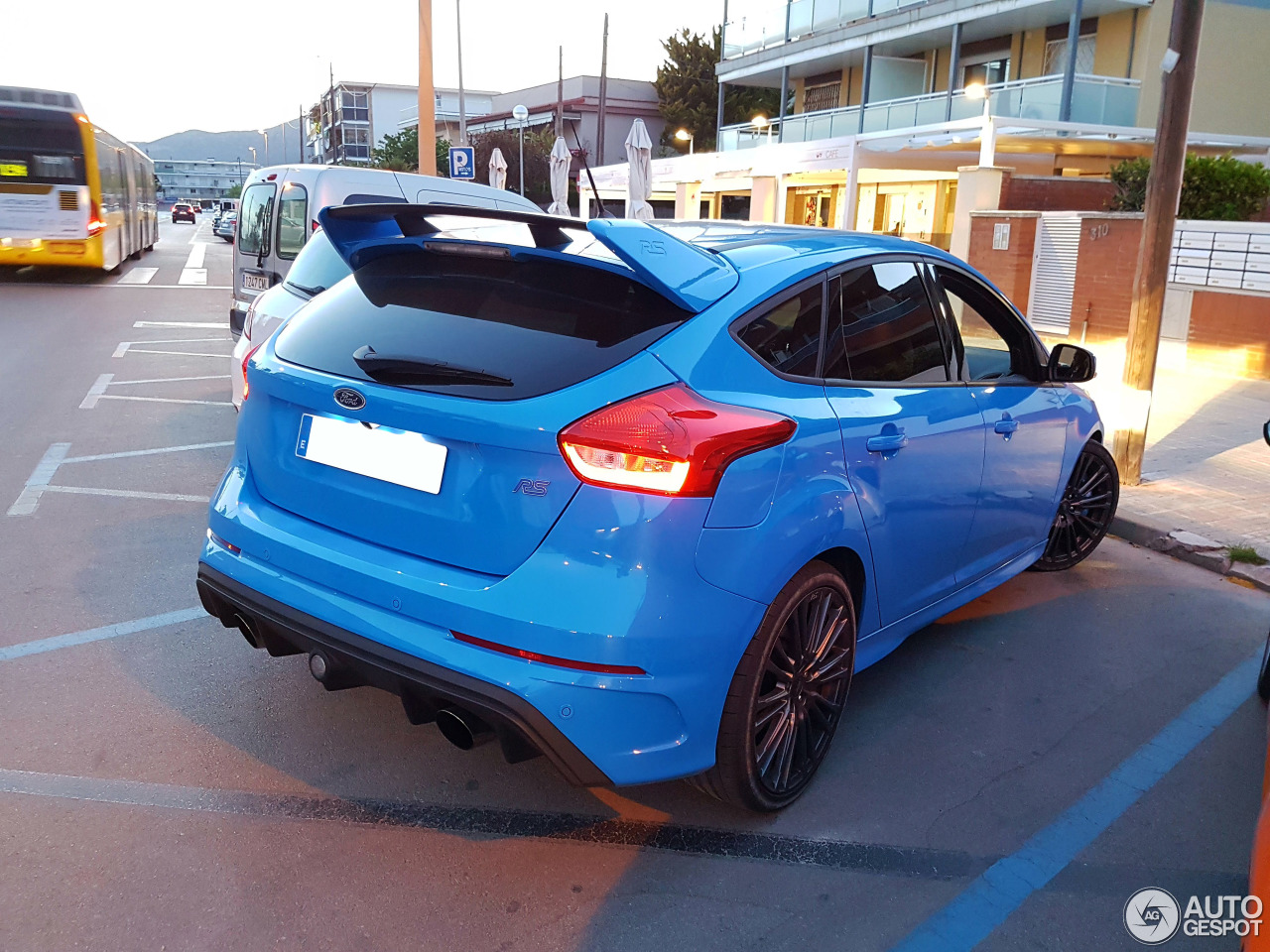 ford focus rs 2015 27 april 2017 autogespot. Black Bedroom Furniture Sets. Home Design Ideas