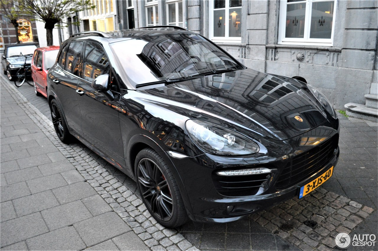 porsche 958 cayenne gts 28 april 2017 autogespot. Black Bedroom Furniture Sets. Home Design Ideas