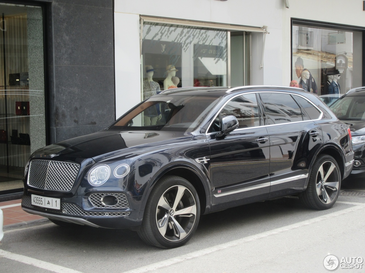 bentley bentayga first edition 5 may 2017 autogespot. Black Bedroom Furniture Sets. Home Design Ideas