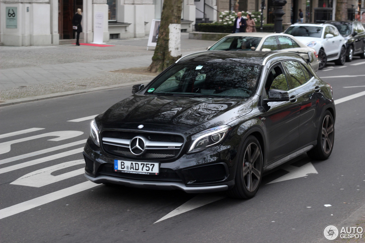 Mercedes benz gla 45 amg x156 6 maio 2017 autogespot for 2017 amg gla 45 mercedes benz