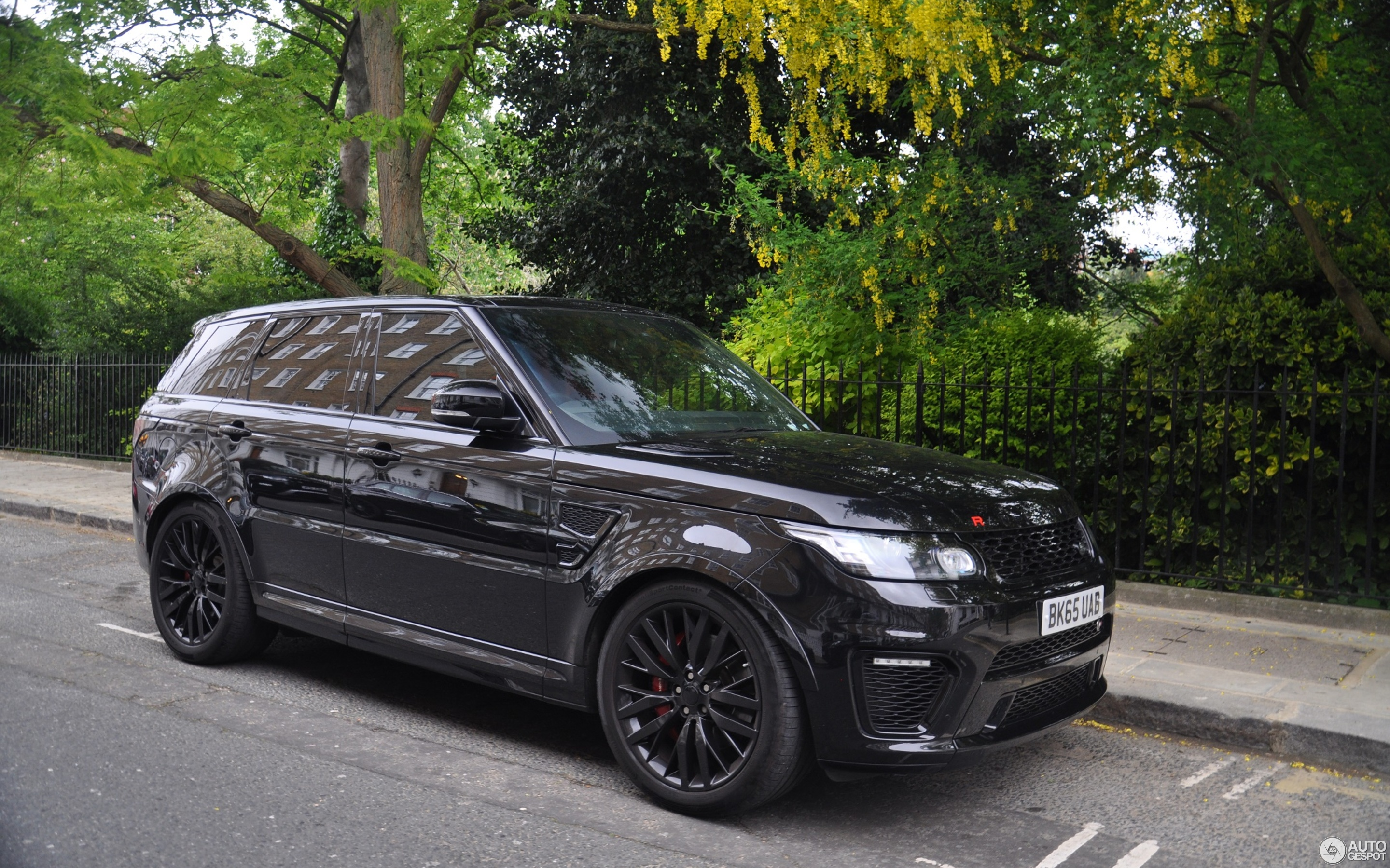 Land Rover Range Rover Sport SVR 12 May 2017 Autogespot