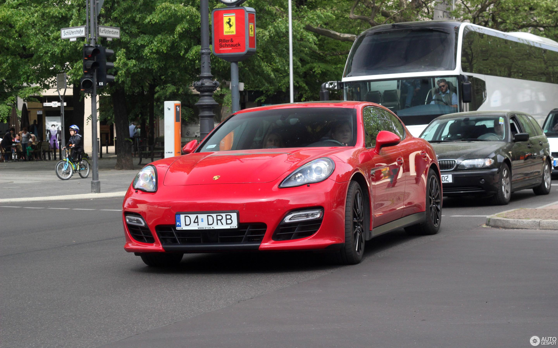 Porsche Panamera 2017 Red