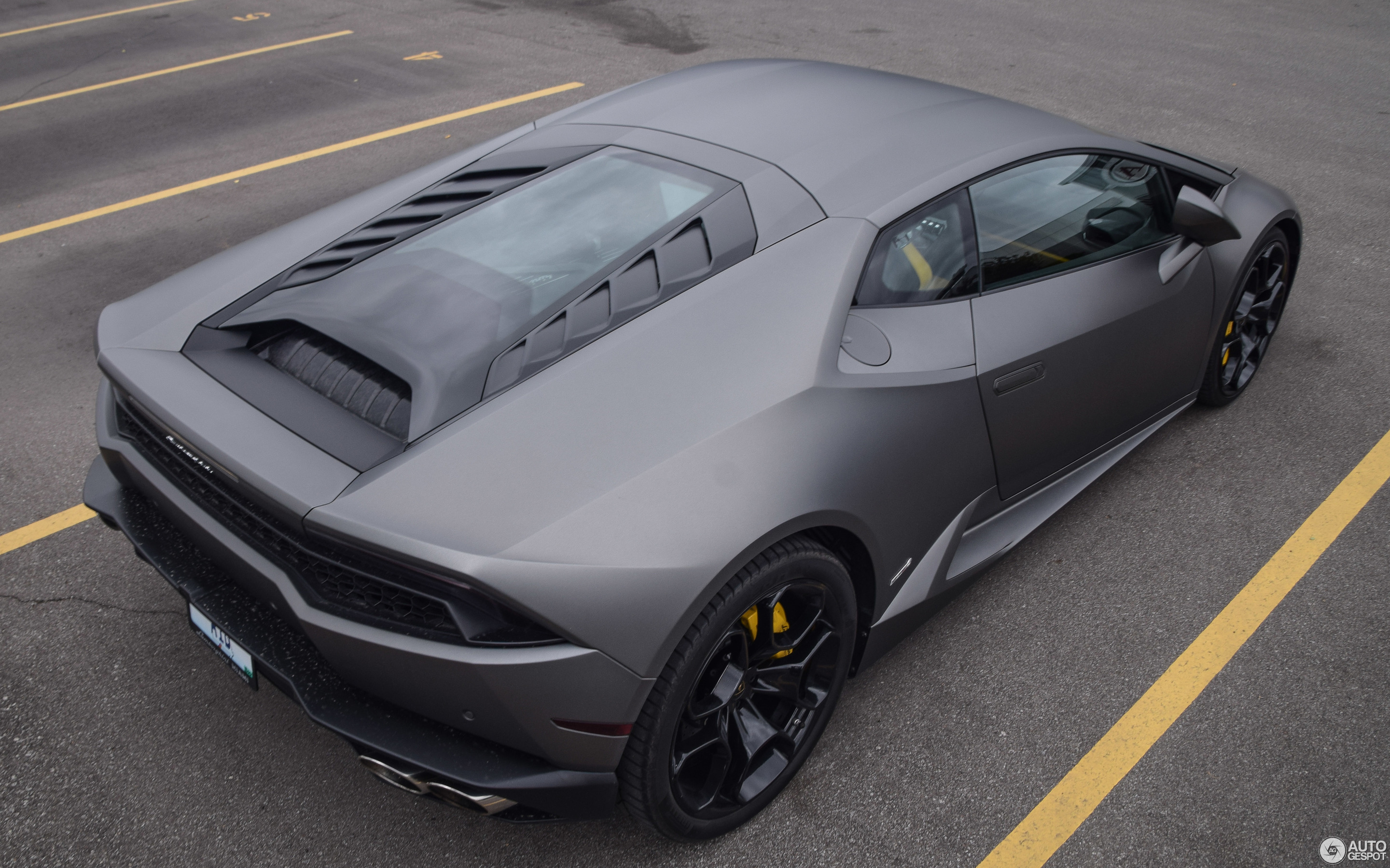 used october crop huracan hurac autogespot lamborghini spyder n