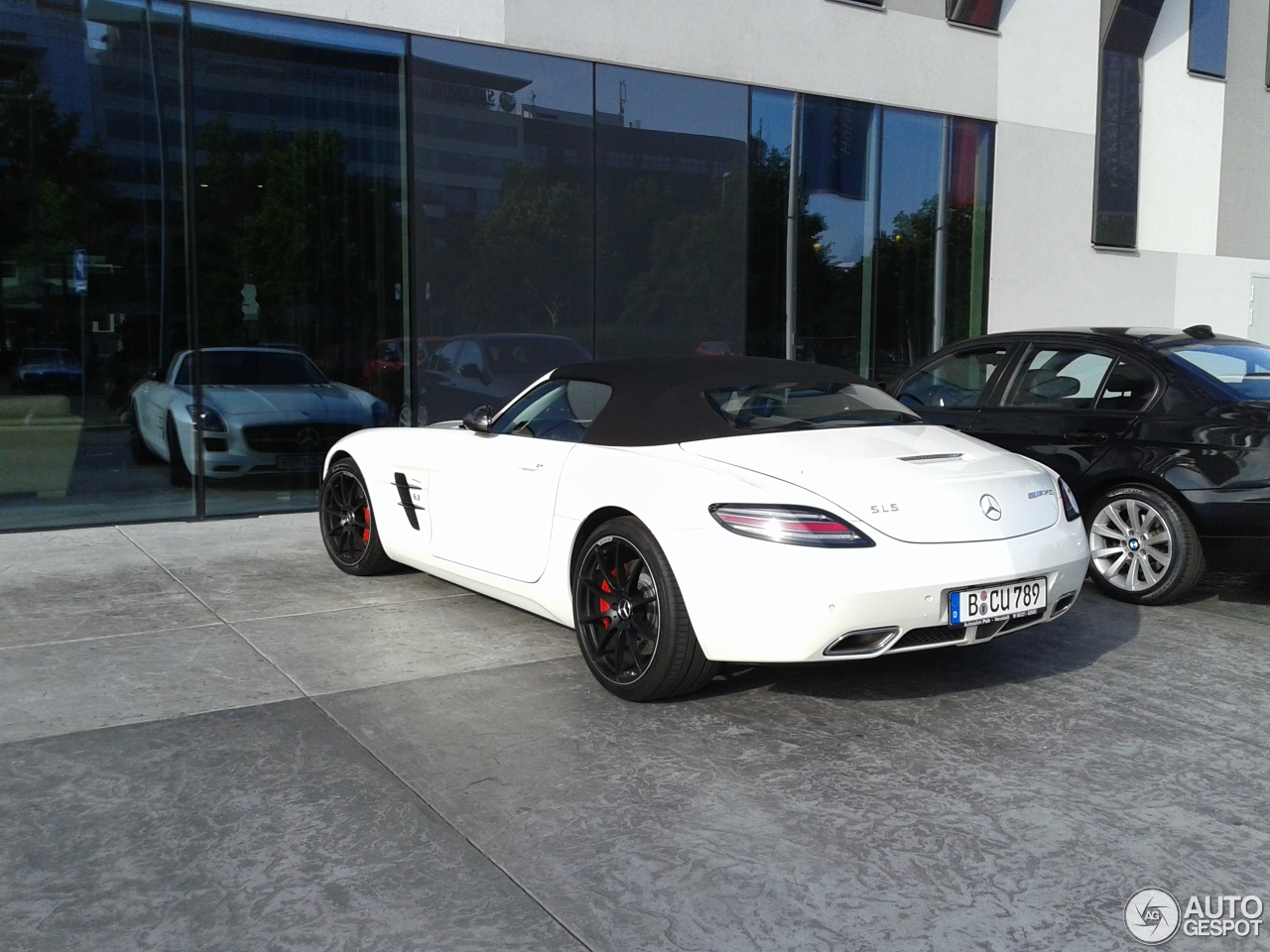https://ag-spots-2017.o.auroraobjects.eu/2017/06/02/mercedes-benz-sls-amg-gt-roadster-c166902062017184448_1.jpg