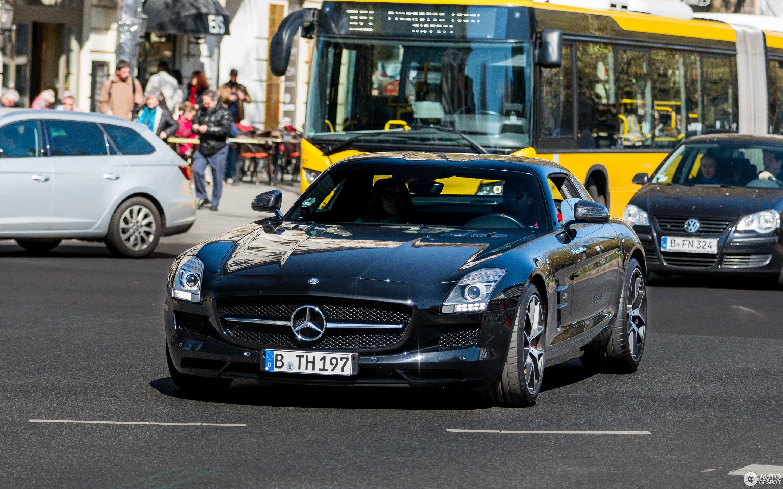 mercedes benz sls amg en venta with 06 on 19 additionally 06 moreover El Nuevo Gla Para Evadirse De Lo Cotidiano also 26 additionally Un Mercedes Benz Que Viaja En El Tiempo.