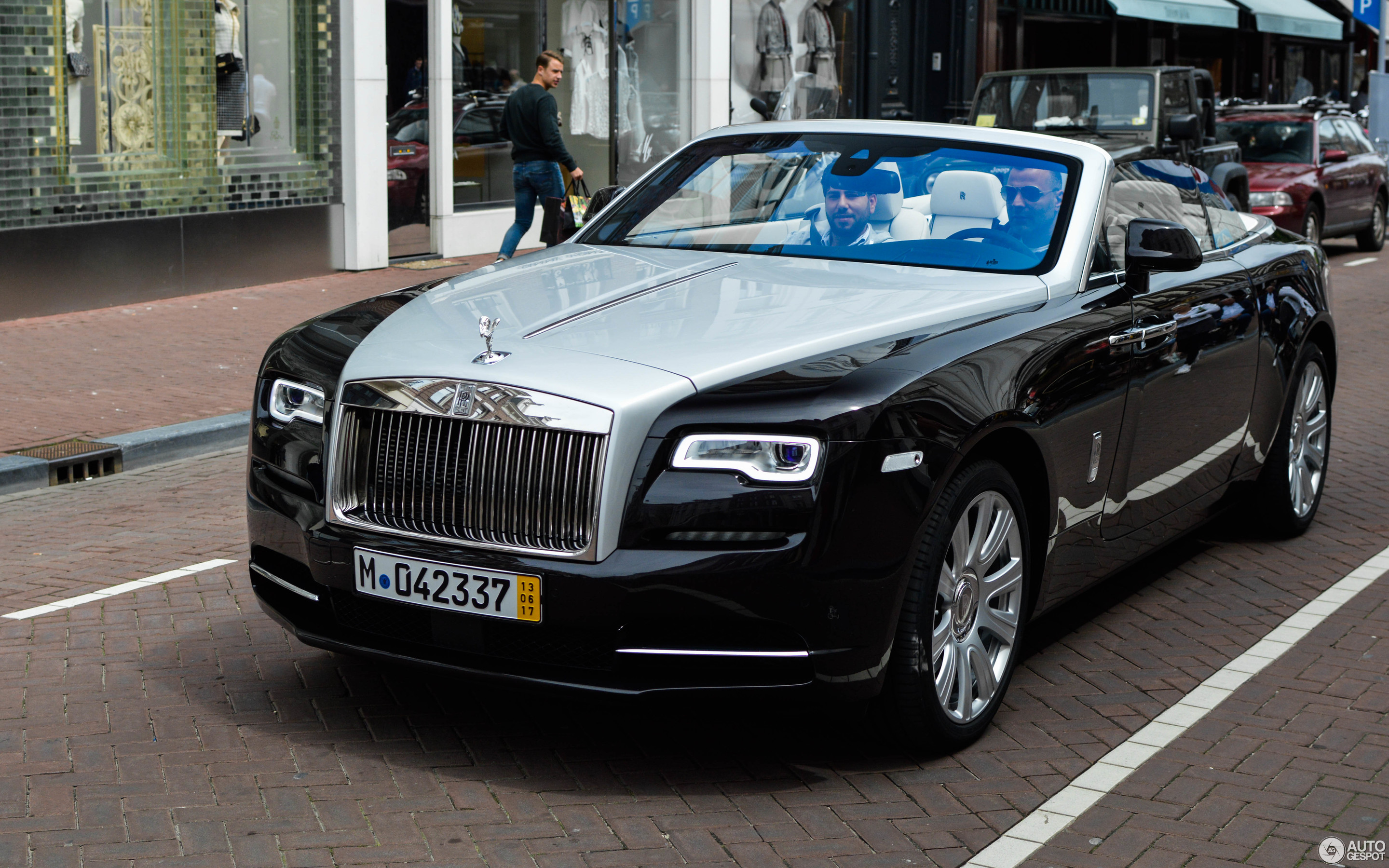 rolls royce dawn 10 june 2017 autogespot. Black Bedroom Furniture Sets. Home Design Ideas