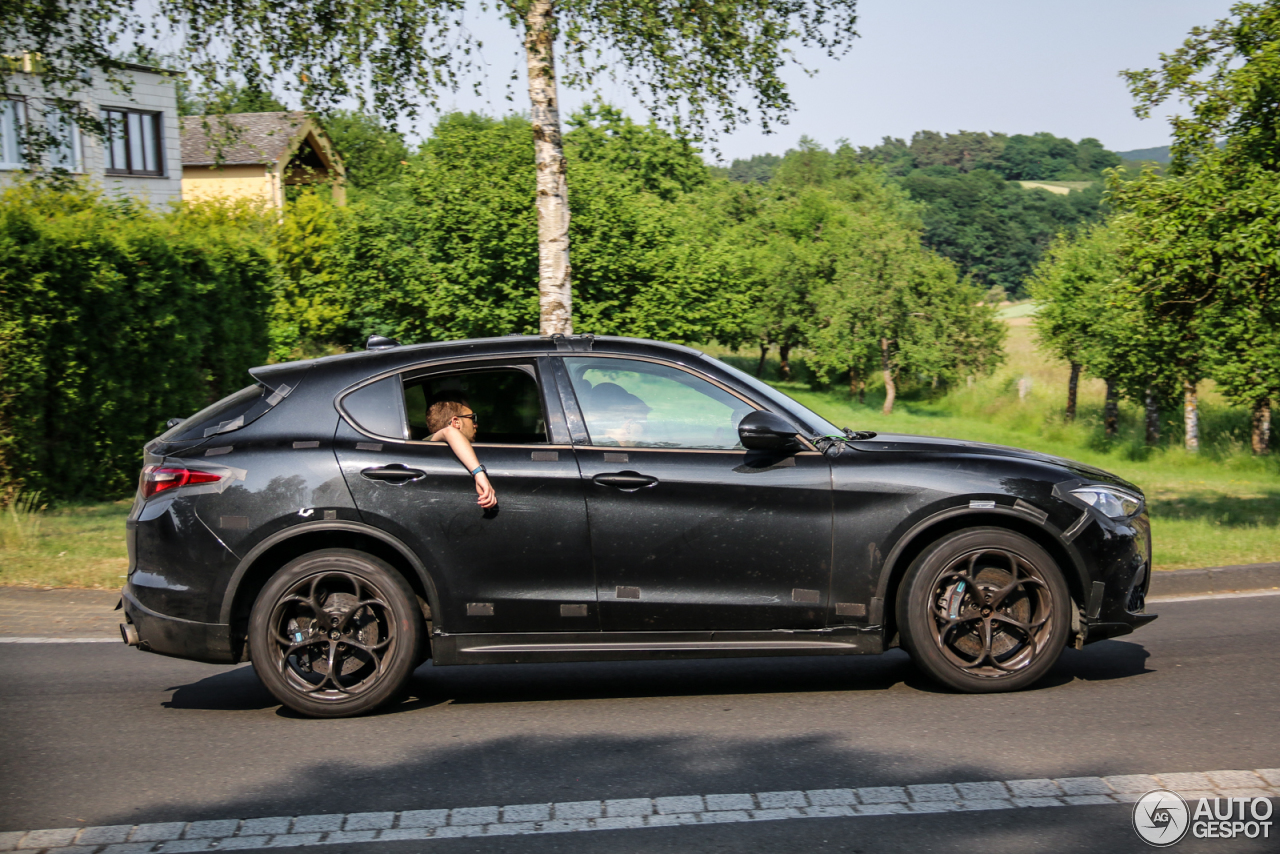 alfa romeo stelvio quadrifoglio 22 juin 2017 autogespot. Black Bedroom Furniture Sets. Home Design Ideas
