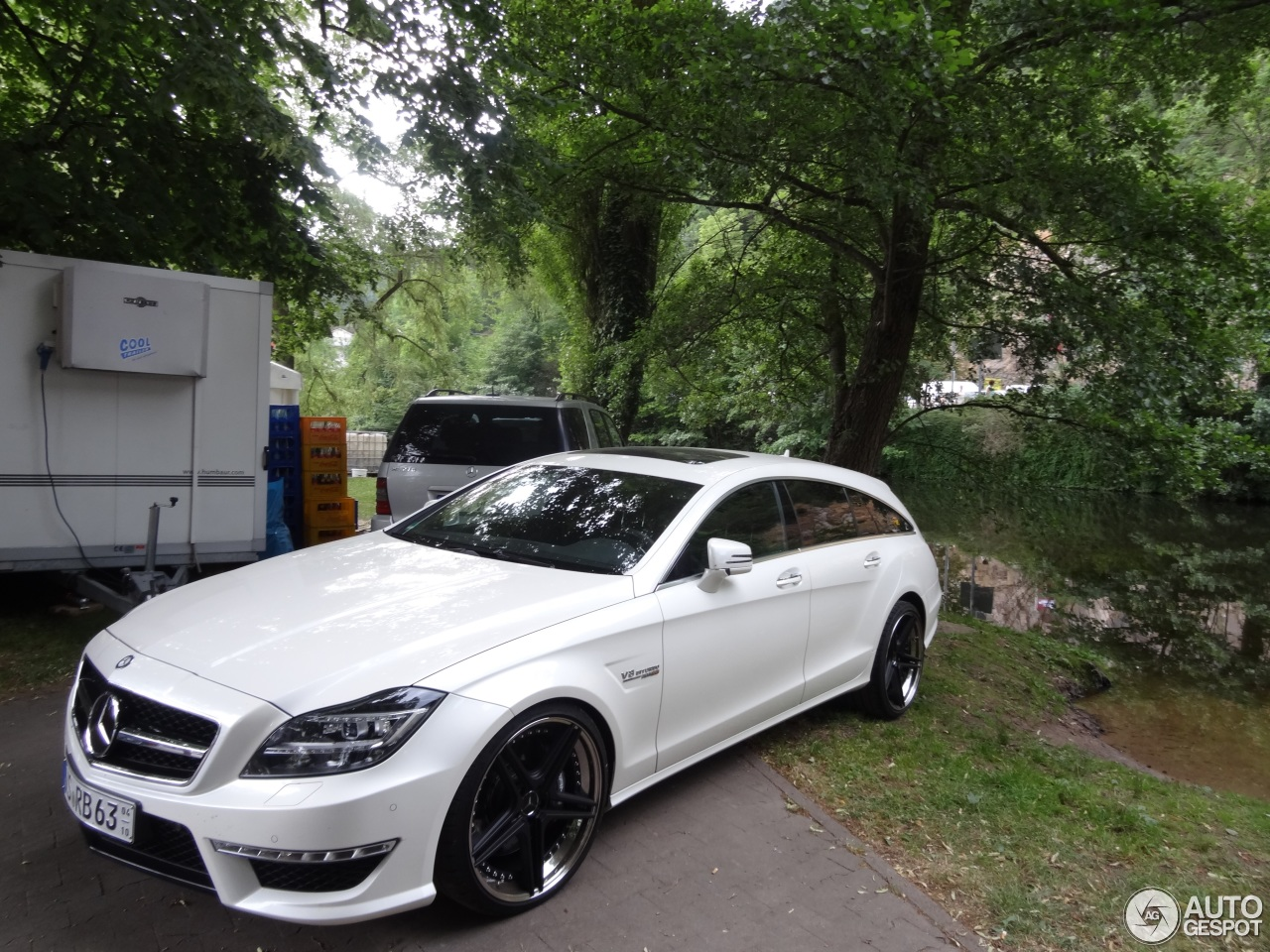 Mercedes benz cls 63 amg x218 shooting brake 25 june for 2017 amg cls 63 mercedes benz