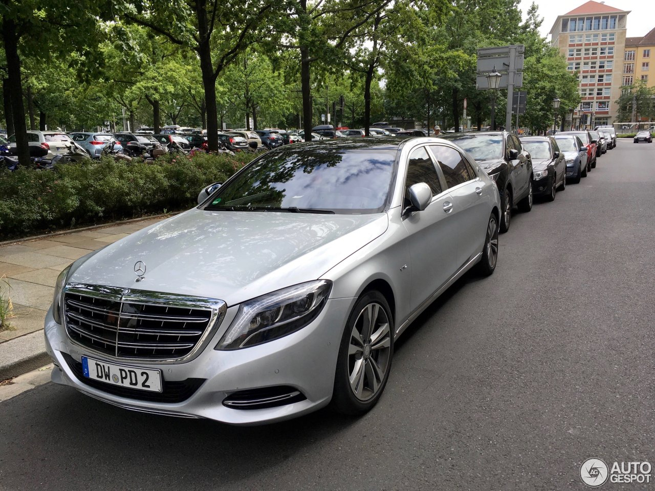 Mercedes maybach s600 26 june 2017 autogespot for 2017 mercedes benz s600