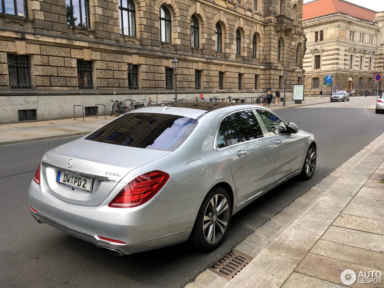 Mercedes maybach s600 26 june 2017 autogespot for 2017 mercedes benz s600 maybach