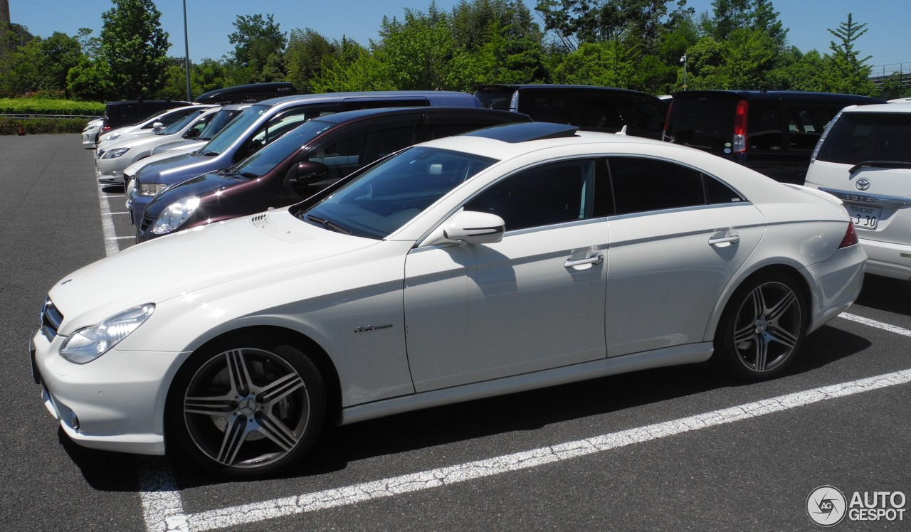 Mercedes benz cls 63 amg c219 1 juillet 2017 autogespot for 2017 amg cls 63 mercedes benz