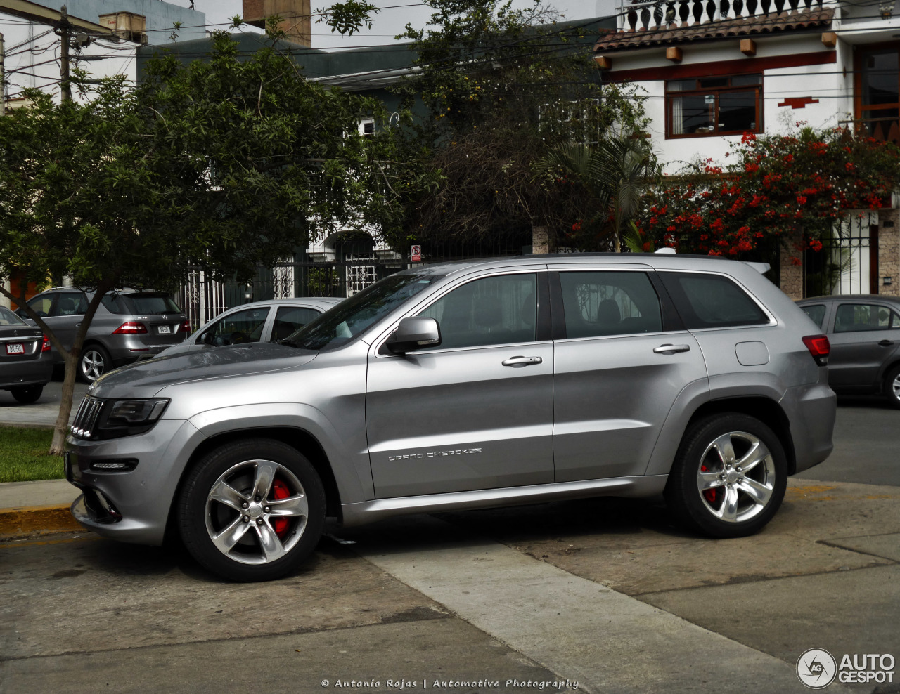 jeep grand cherokee srt 8 2013 27 julio 2017 autogespot. Black Bedroom Furniture Sets. Home Design Ideas