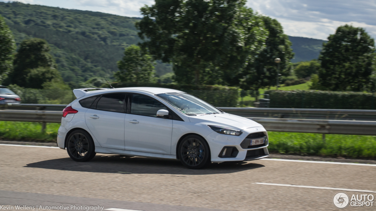 ford focus rs 2015 30 july 2017 autogespot. Black Bedroom Furniture Sets. Home Design Ideas
