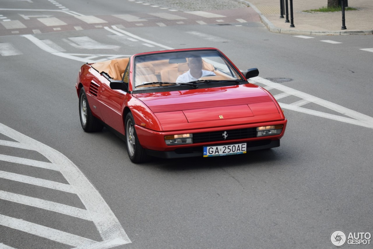 ferrari mondial t cabriolet 3 sierpie 2017 autogespot. Black Bedroom Furniture Sets. Home Design Ideas