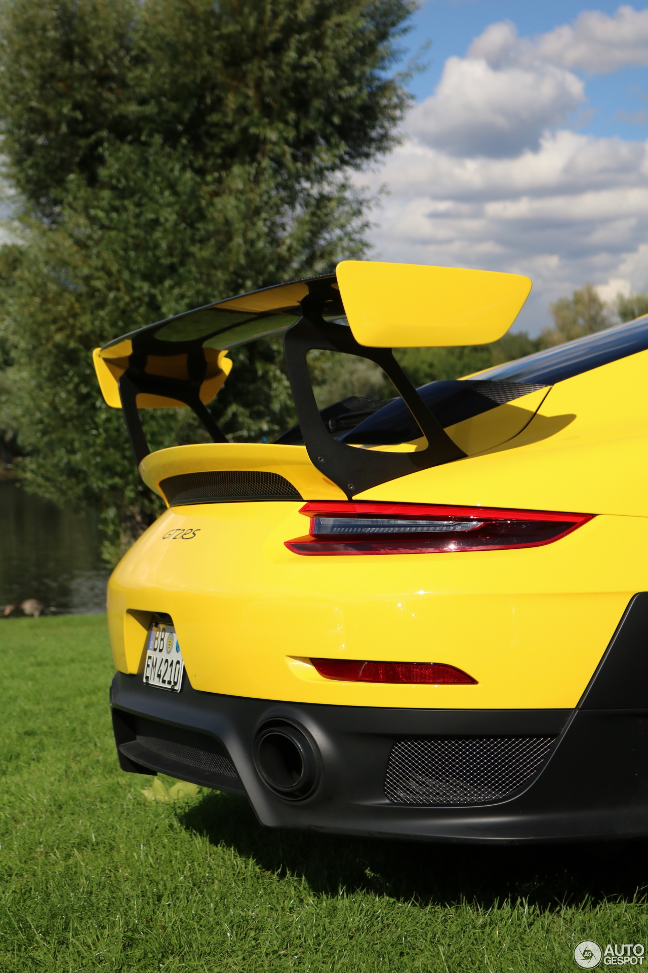 porsche-991-gt2-rs-c971616092017223838_3 Stunning Porsche 911 Gt2 Rs Vs Lamborghini Aventador Cars Trend