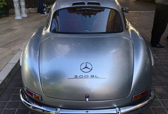 Mercedes-Benz 300 SL Gullwing V8 AMG