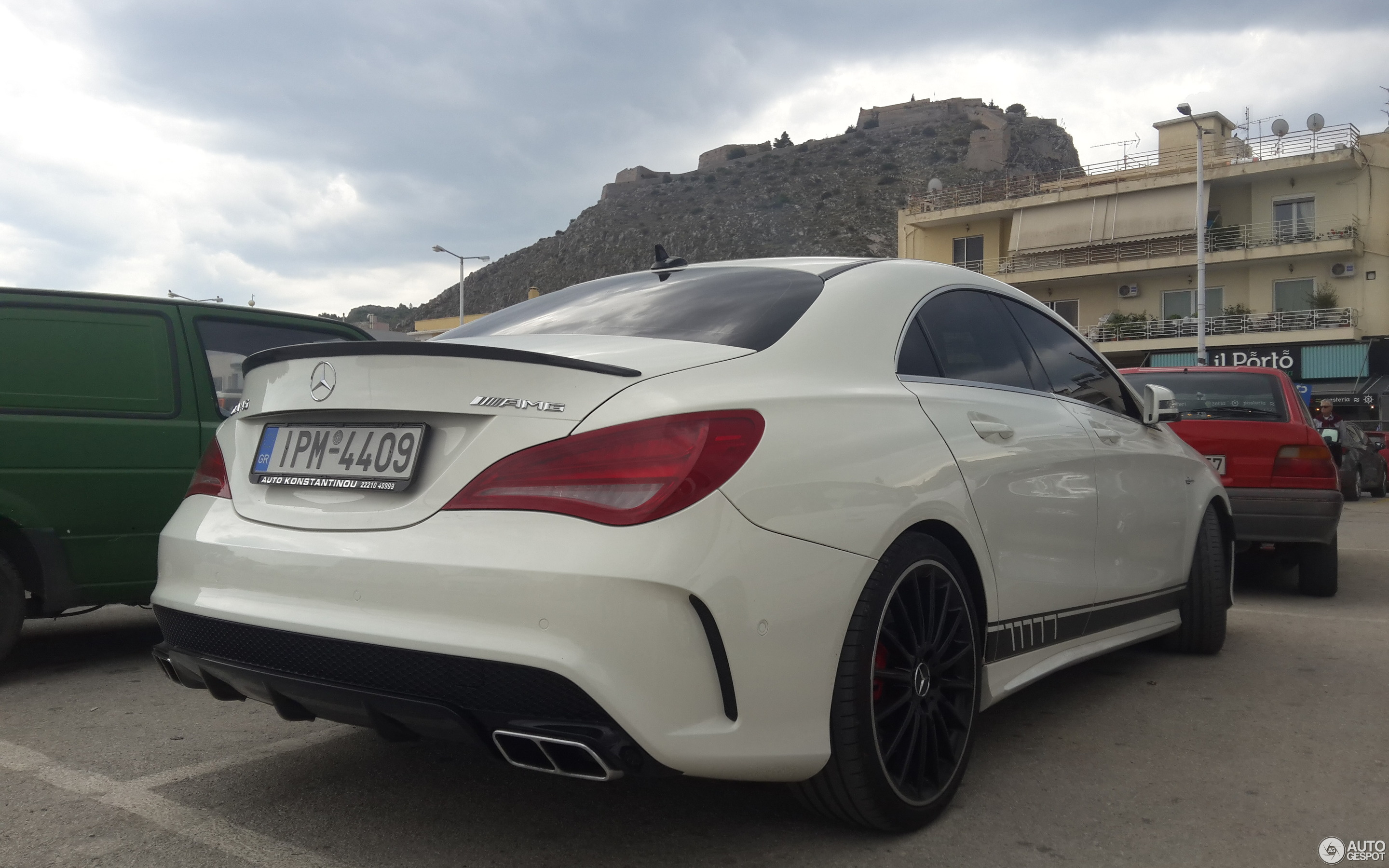 https://ag-spots-2017.o.auroraobjects.eu/2017/10/29/other/2880-1800-crop-mercedes-benz-cla-45-amg-edition-1-c117-c257629102017211201_1.jpg