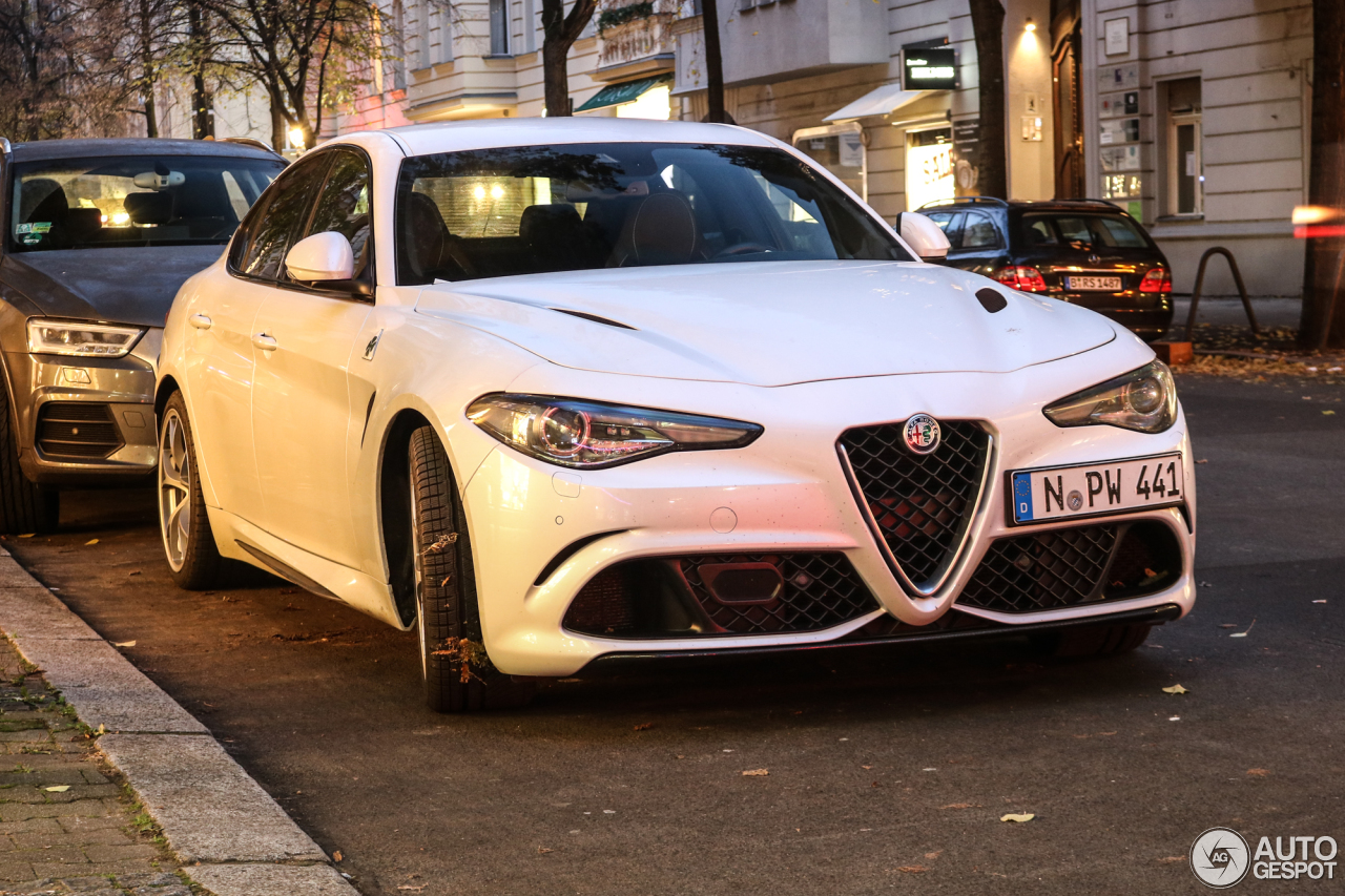 alfa romeo giulia quadrifoglio 10 november 2017 autogespot. Black Bedroom Furniture Sets. Home Design Ideas