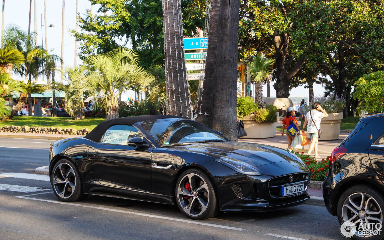Jaguar F-TYPE R AWD Convertible 6
