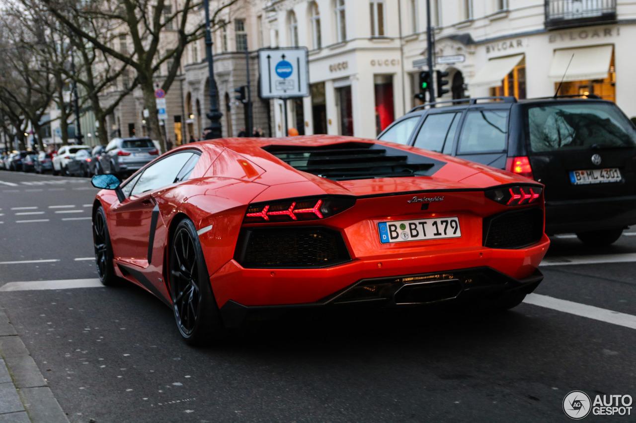Lamborghini Aventador LP700-4 8
