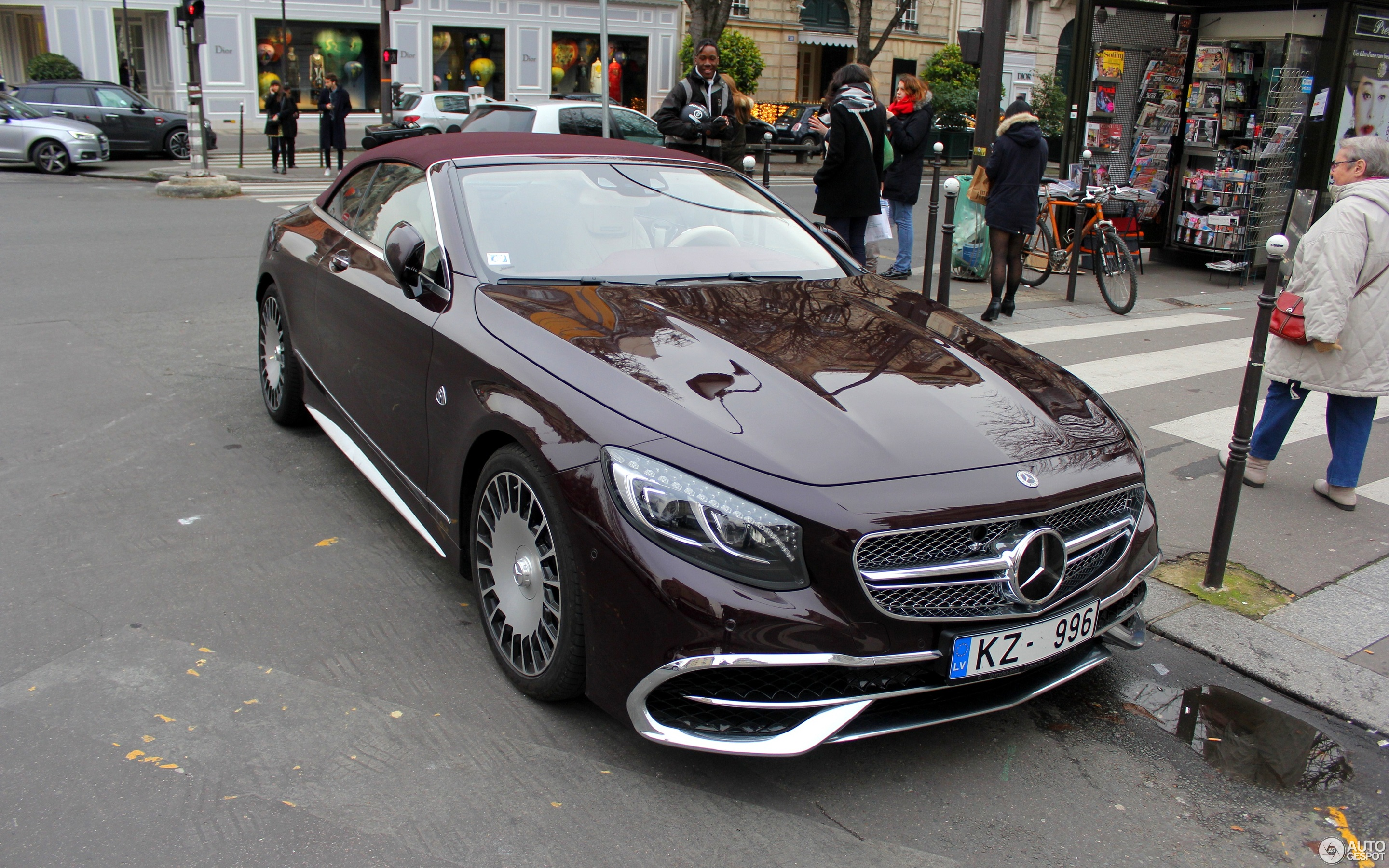 https://ag-spots-2017.o.auroraobjects.eu/2017/12/20/other/2880-1800-crop-mercedes-maybach-s650-cabriolet-c691620122017133915_1.jpg